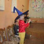 Незнайка пробует играть на трубе