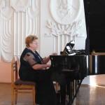 Ведущая концерта - Руководитель Детской филармонии Камертон Ксенжик А.Л.